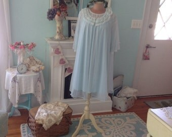 Vintage Peignoir set Nightgown and Robe Fairytale Enchanting