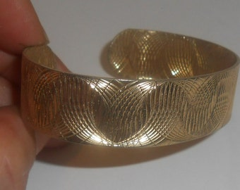 """Vintage 1976 Sarah Coventry (Unsigned) """"GOLDEN SWIRLS"""" Gold Tone Etched Swirls Cuff Bracelet"""