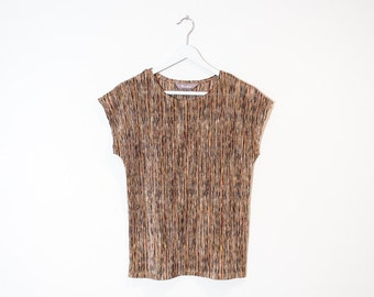 on sale - brown silky textured t-shirt / earth tones ribbed cap sleeve top / size M