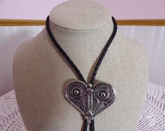 Vintage Heart Shaped Artistic Bolo