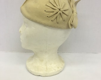 Vintage Cream Felt Cloche Hat w Bow