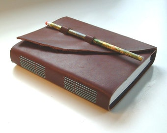 Leather blank book, hand-made, hand-sewn, with pencil and loops closure. Sketchbook, diary, journal, blank book. Pencil included.