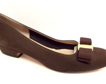 Vintage Brown Ferragamo Lillaz Size 7.5 AA Narrow Pumps, Heels or Shoes 7 1/2 Vara Bow