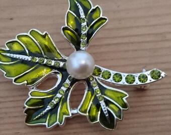 Vintage Lime green rhinestone leaf brooch/pin