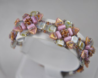 """Beading kit """"Spring Flowers"""" bracelet with a pattern (beads+pattern) limited edition pink colors"""