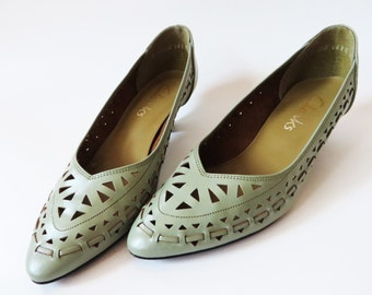 Vintage 80s Mint Green Pumps Leather Shoes Avant Garde Glam Kitten Heels Shoes Clarcs Women Shoes Cutout Leather Shoes UK 4 EUR 37 US 6.5