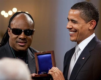 Barack Obama presents Wonder with the Gershwin Prize in 2009