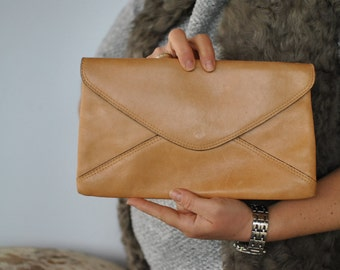 Vintage LEATHER clutch ....(287)
