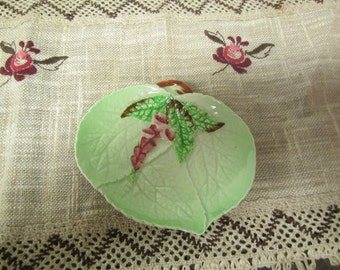 vintage  CARLTON WARE DISH* made in England. Registered Australian design