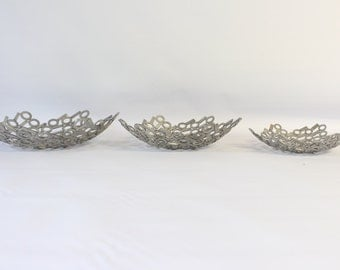Medium stainless steel fruit bowl