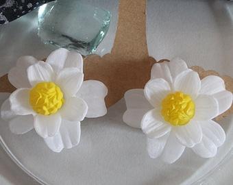 Vintage Daisy, earrings, white, 50s