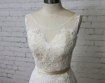 Champagne Underlay Wedding Dress Bateau Neck Wedding Dress V-Back Wedding Gown Ivory Lace A-line Bridal Gown Tulle Skirt Wedding Dress