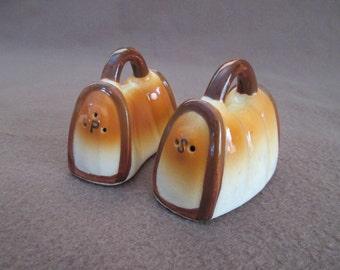 Vintage  Purse/Handbag Shaped Salt and Pepper Shaker Set Japan