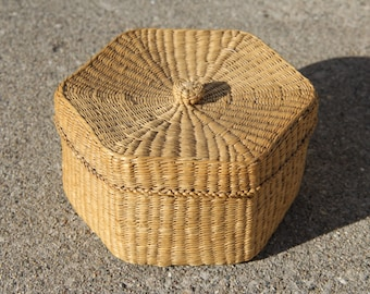 Medium Woven Raffia Storage Basket Box with Lid/Storage Basket/Storage Container/Bohemian Decor