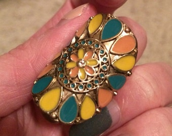 Vintage Gold Tone Enamel Statement Ring. Size 6