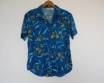 FREE usa SHIPPING vintage Women's floral print vintage button up blouse short sleeves, jungle shirt, safari shirt, rayon tropical size S