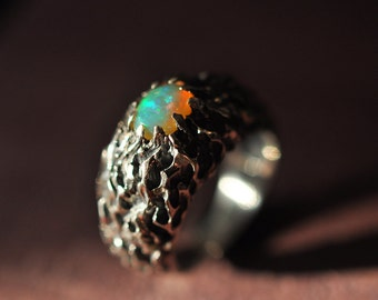 Fire ring with opal