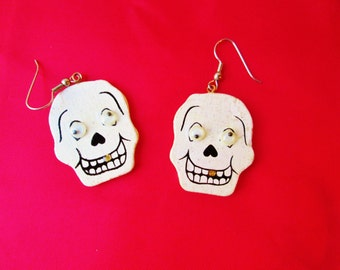 Halloween Earrings Googley Eyes Wood Day of Dead Skulls Vintage White Glittery Moving Eyes Goth Festival Novelty Holiday Jewelry Spooky