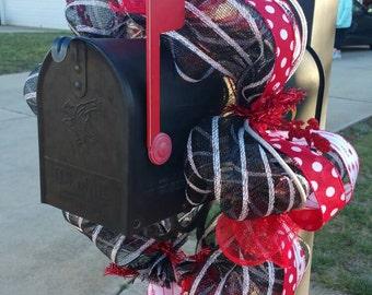 Valentines Day Deco Mesh Mailbox Wreath / Mailbox Swag / Mailbox Wrap / Mailbox Cascade / Mailbox Decor / Mailbox Topper