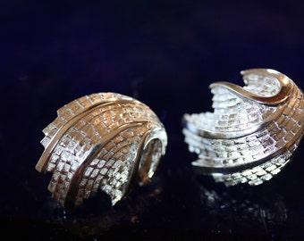 Excellent Vintage Trifari Deep Sea Clip On Earrings