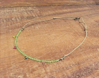 Adjustable necklace of green apatite natural stone.