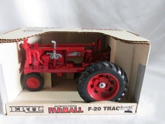 Metal Toy Tractors >> Farmall F-20 toy tractor McCormick Deering Ertl 437 1:16