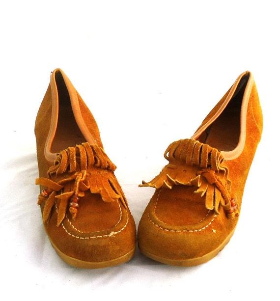 vintage 70s platform wedge shoes suede leather kiltie fringe