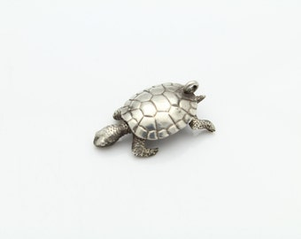 Vintage Articulated Tortoise Charm in Sterling Silver. [11307]