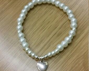 Heart pearl effect bracelet