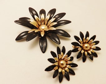 Sarah Coventry Black Enamel Flower Vintage Brooch Jewelry Set