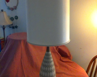 Vintage 1960s table lamp diamond shade