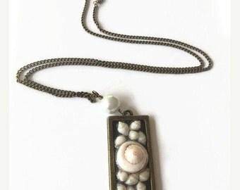 Hawaiian Shell Pendant Necklace Momi Ke'o Ke'o Shell Necklace Lisway Shell Pendant Bronze Chain Necklace Beach Wedding Jewelry (N38)