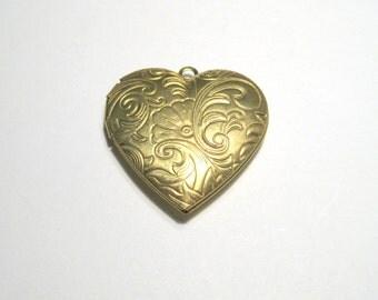 1pc Raw Brass Heart Photo Locket Charm Pendants