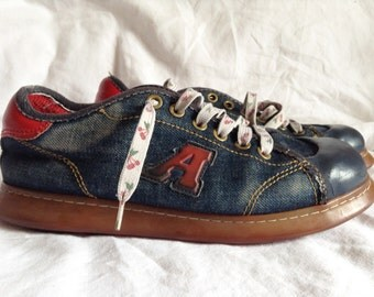Shoes vintage, canvas jeans and Red leatherette, Art, P 40.