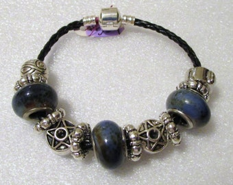 759 - NEW Blue Speckled Beaded Bracelet