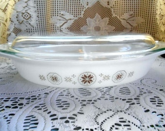 Pyrex Town & Country With All Brown Design - 063 - Divided Casserole - 1-1/2 Quarts With Lid