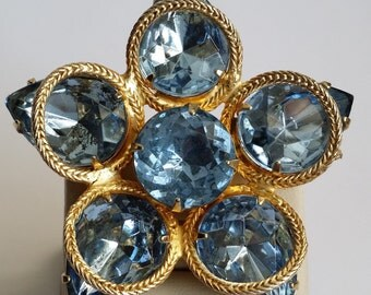 Amazing Vintage Gold Tone Faux Aquamarine Pin Brooch