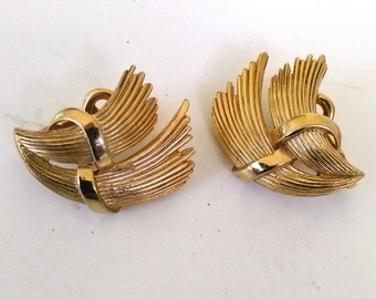 Crown Trifari Gold Tone Art Deco Wheat Style Gold Tone Clip On Earrings, HIgh Fashion Designer Trifari  Costume Jewelry