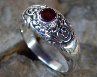 Silver ring rope motif ulatan garnet stone