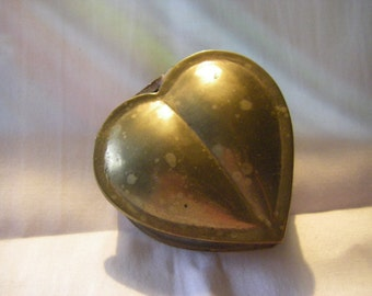 Covered BRASS HEART trinket box