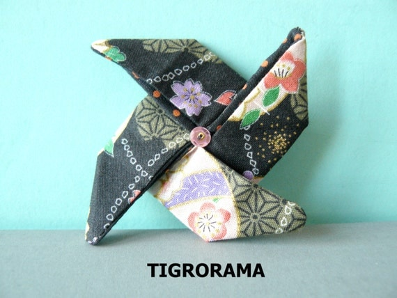broche origami moulin vent en tissu japonais. Black Bedroom Furniture Sets. Home Design Ideas