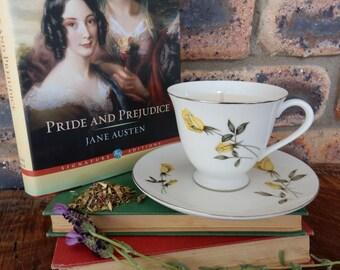 Elizabeth Bennet 'Pride & Prejudice' Vintage teacup soy candle - Yellow Roses