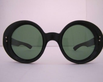Vintage 1960s Sabra Round Sunglasses