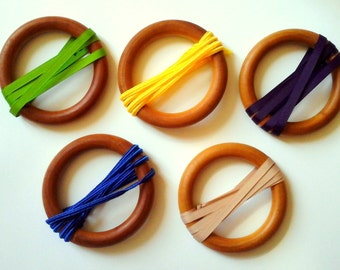 Rattle Montessori to suspend, diameter 10 cm.