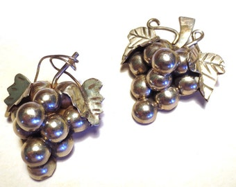 2 pieces - Brooch and Pendant - Grapes - Sterling Silver 925 - Taxco Mexico - Vintage - Grape Cluster Pin Necklace