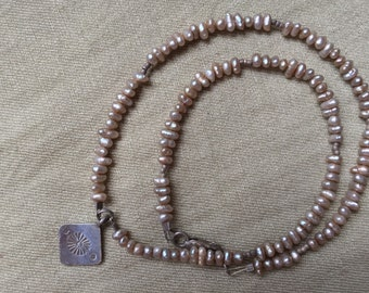 Delicate pearl choker -- 531
