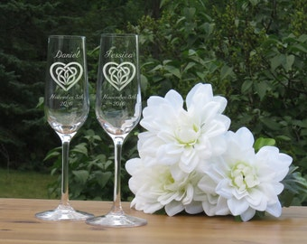 Celtic Heart Crystal Champagne Glasses / Set of 2 / Engraved Champagne Flutes / Bride and Groom Toasting Glass / Wedding Glasses