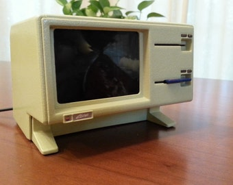 Apple Lisa Raspberry Pi case with working screen and SD card reader