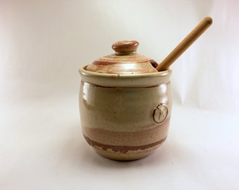 Small Cream Breaking Rust Honey Jar with Honey Stick
