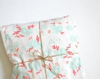 Petalums Crib Sheet / Baby Bedding / Toddler Bedding / Crib Bedding / Fitted Sheet